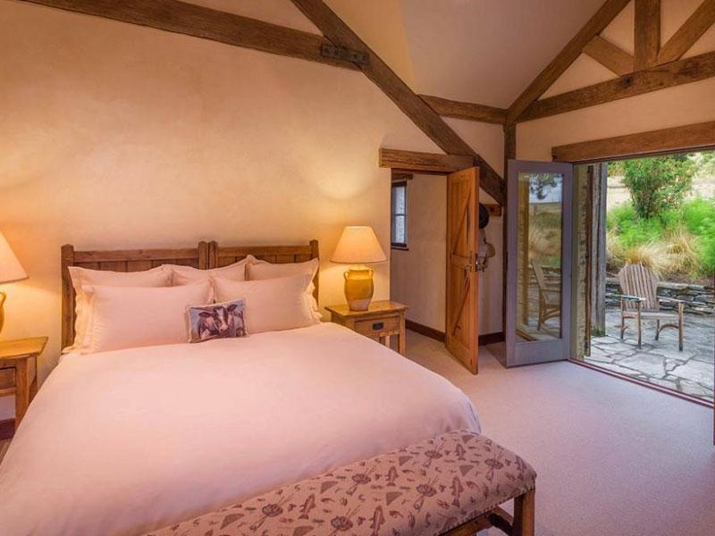 Blanket Bay - Lodge Room