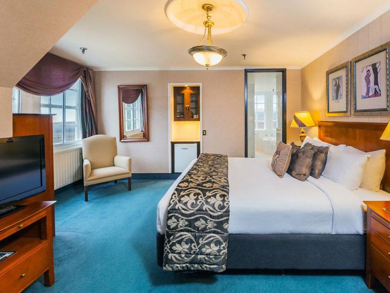 Chateau Tongariro Hotel - McLaren Suite