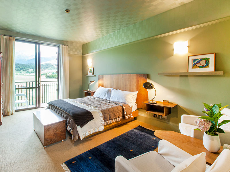 Hapuku Lodge and Tree House - Lodge Room